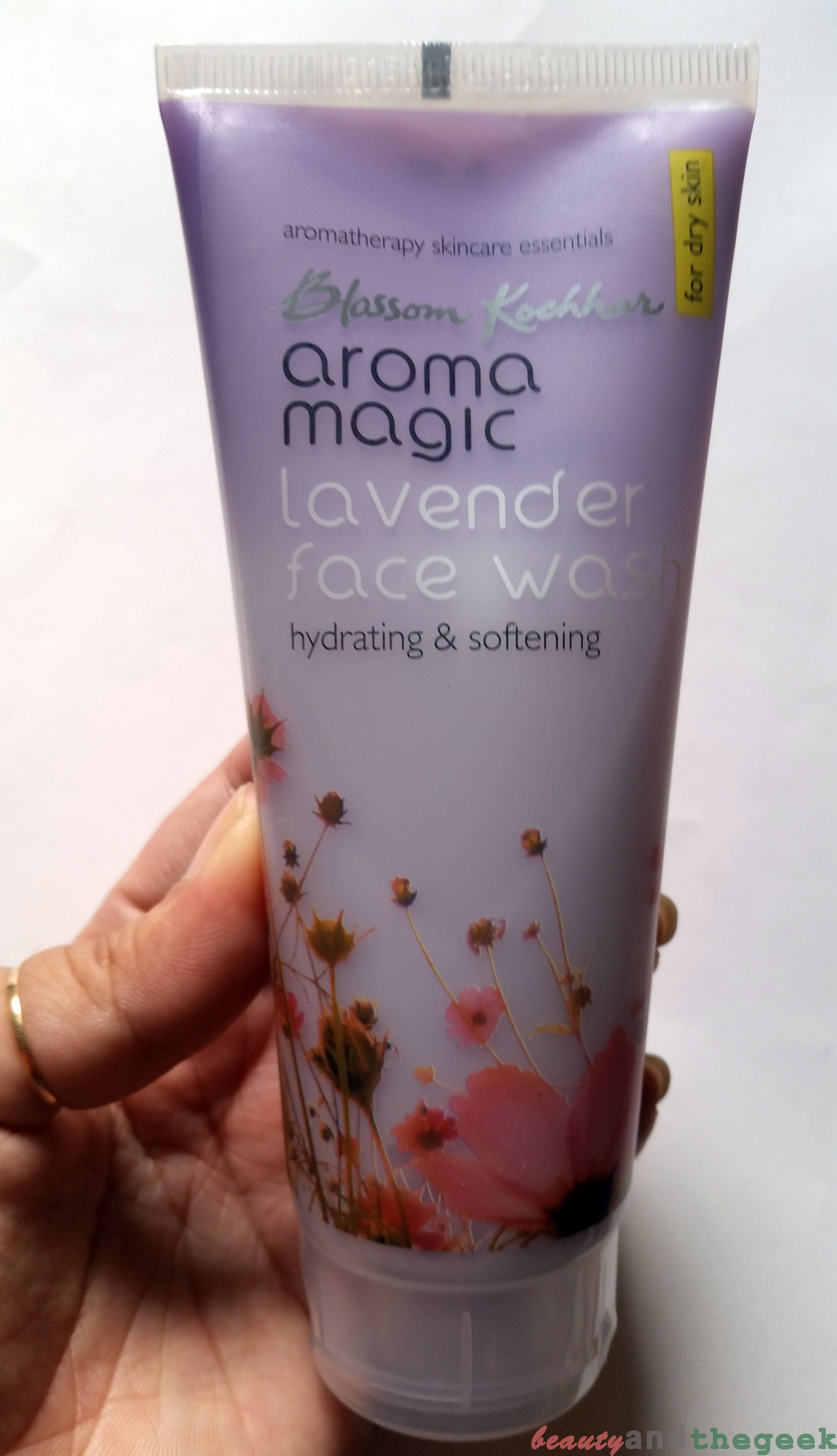 Aroma Magic Lavender Face wash for dry skin- Review