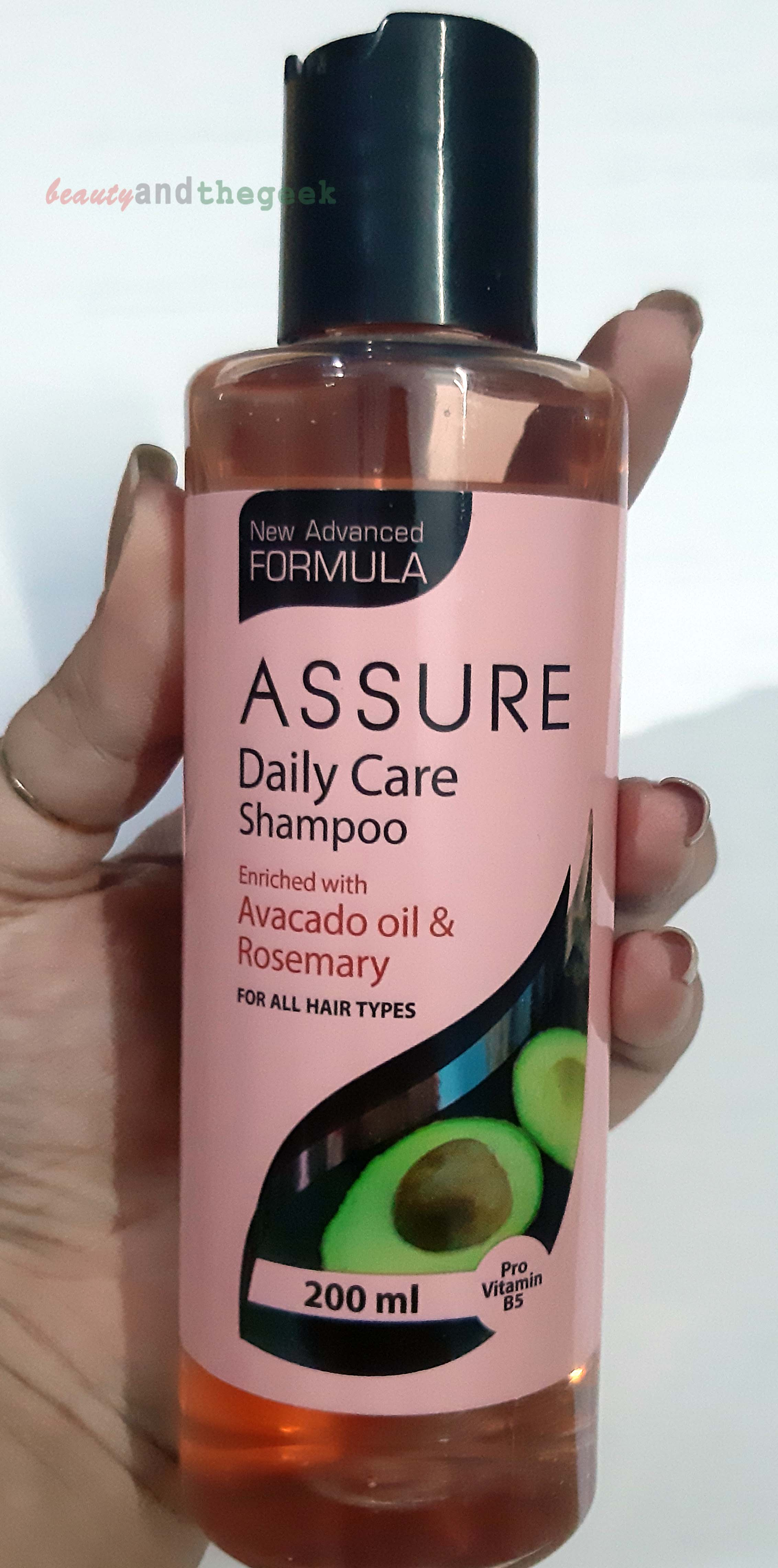 Vestige Assure daily care shampoo enriched with avocado oil and rosemary
