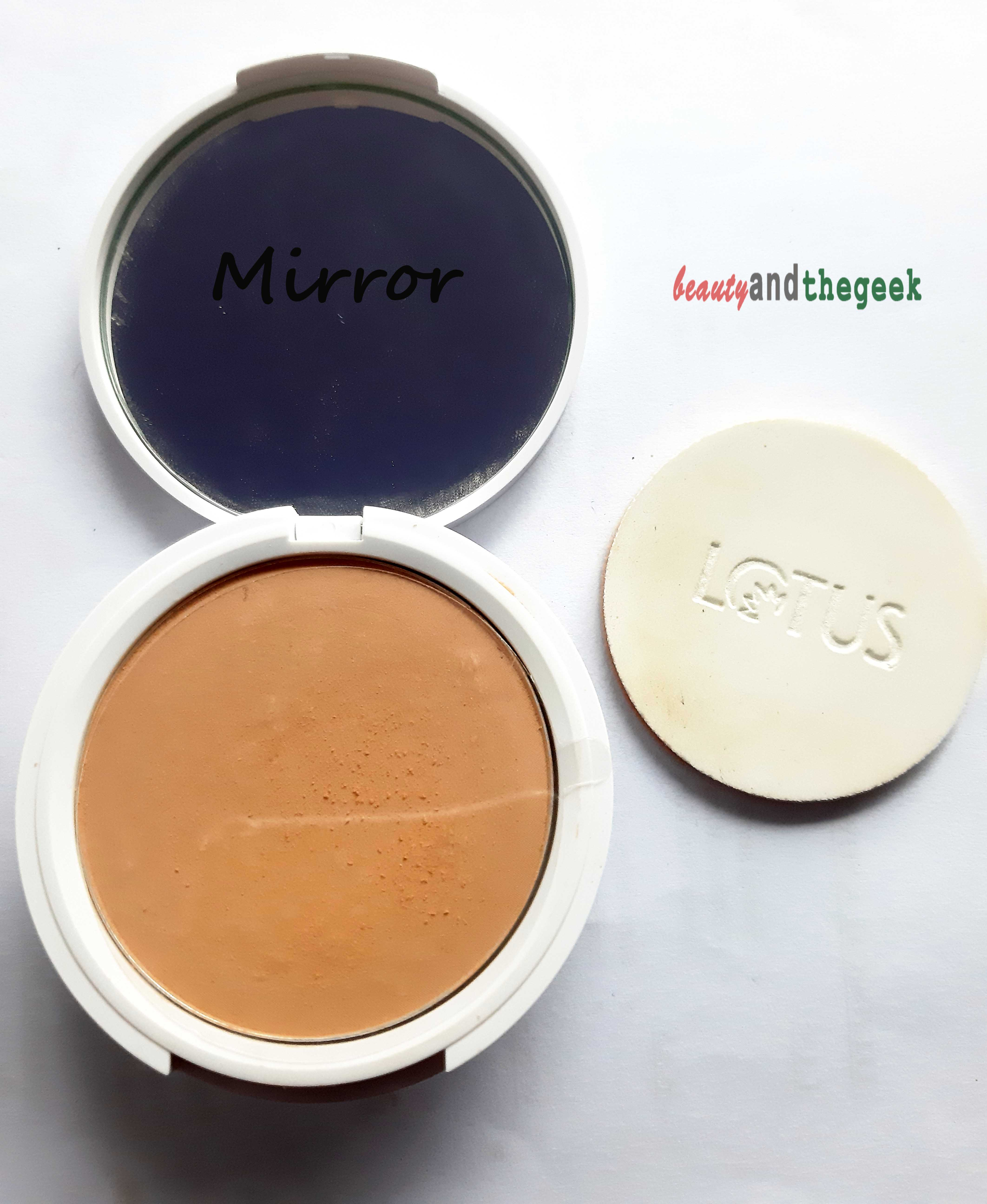 Lotus Herbals WhiteGlow Flawless Complexion Compact Powder